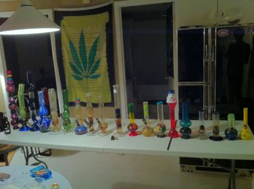 table of bongs